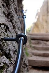 agárrate (PequeñaMims) Tags: españa detalle stone stairs pared spain 1855mm escaleras cuenca piedra barandilla ciudadencantada agarradera canoneos1100d