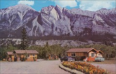 JASPER NATIONAL PARK, PALISADES MOTEL LODGE (1950sUnlimited) Tags: travel vacation canada tourists alberta golfing golfcourse postcards hotels 1960s resorts inns motels midcentury cottages lodges jasperpark motorinns