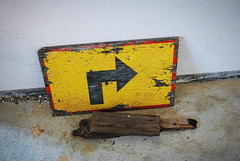 (Sameli) Tags: rust rusty fort fortification wwi ww1 world war 1 old abandoned military building ue urban exploration history architecture island vallisaari suomi finland arrow sign yellow wooden detail floor