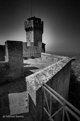 antiche torri (sanino fabrizio) Tags: torre antiche pietre castello fortezza parapetto muri ringhiera bianco e nero san marino canon 550d sigma 1020 hsd