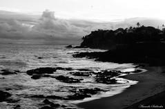Rio Vermelho - Salvador - Bahia/Brasil (AmandaSaldanha) Tags: nature natureza blackandwhite pretoebranco landscape paisagem dark gothic praia beach riovermelho salvador bahia brasil litoral nuvens