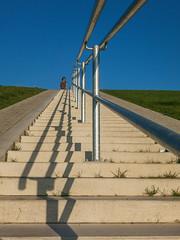 aufwrts (Peter L.98) Tags: treppe gelnder schatten stufen blau