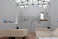exposition dans la salle de squash de la villa Noailles