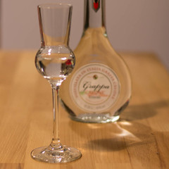 An apple a day, keeps the doctor away - Grappa (Sommer, Peter) Tags: apple glass canon square 50mm bottle flasche glas grappa bsquare eos60d