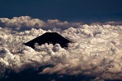 Mount Fuji summit (Jose Rentera Cobos) Tags: sky mountain clouds san fuji top aerial filter cielo summit monte  mtfuji yama