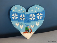 Winter heart with sledge (petuniad) Tags: winter prlplattor fusebeads hamabeads strijkkralen buegelperlen perlesrepasser