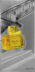 Seductora escalera (Santos M. R.) Tags: yellow agua eau stair perfume escalera amarillo miss dior parfum missdior eaudeparfum seduccin rememberthatmomentlevel1