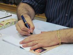 Lançamento do livro ''O humor no trabalho'' por Rafael Moia Filho (marina moia) Tags: book father bookstore livro autor pai signing livraria lançamento autógrafo humornotrabalho