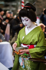 Geiko Ichiteru (Laruse Junior) Tags: voyage park trip travel portrait beauty japan canon asian temple kyoto shrine market tea maiko geiko geisha 7d kitano teaceremony parc march japon sanctuary vacance meiko sanctuaire tenmagu plumblossomfestival ichiteru kitanotenmagushrine crmonieduthfestivaldelafleurdeprune baikasaifestival