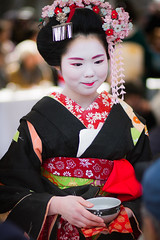Maiko Umechie (Laruse Junior) Tags: voyage park trip travel portrait beauty japan canon asian temple kyoto shrine market tea maiko geiko geisha 7d kitano teaceremony parc marché japon sanctuary vacance meiko sanctuaire tenmagu gaiko plumblossomfestival kitanotenmagushrine umechie cérémonieduthéfestivaldelafleurdeprune baikasaifestival