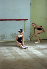 ballet class 2 (My Sister's Keeper) Tags: kids children bambini kinder enfants tween crianas ninas  dzieci   watoto colornegativefilm fujipro160s