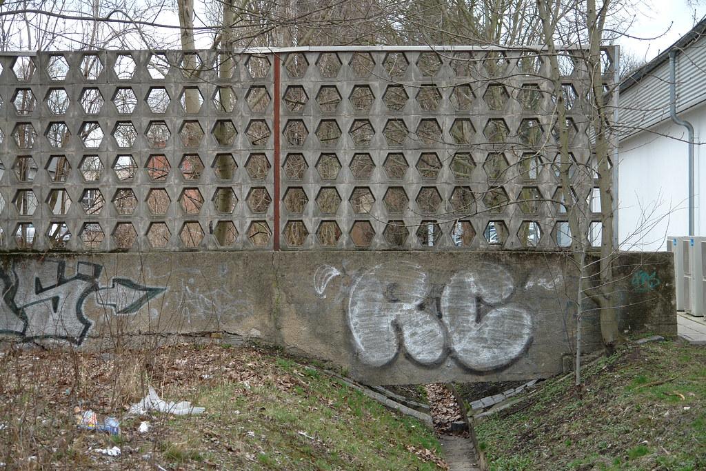 The World's Best Photos of betonzaun - Flickr Hive Mind
