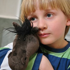 Kalle ja Kalle (anuwintschalek) Tags: boy portrait horse pet smile austria spring blueeyes april 40mm nici pferd kalle frhling kuscheltier kevad wienerneustadt lapsed micronikkor 2013 hobune mnguasi nikond90 sinisilm