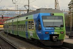 """BLS Ltschbergbahn NINA RABe 525 015 mit Taufname GurtenBahn und Werbung """" Rauf aus der Stadt => Gurten """" am Bahnhof Thun im Berner Oberland im Kan"""