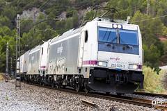 253-029 (Escursso) Tags: 253 253011 253029 barcelona bombardier castellbisbal catalunya freight llobregat mercancias renfe trainspotting traxx railway s253 summer train tren