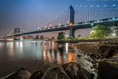Manhatten Bridge at night (noaxl.berlin) Tags: manhatten sony a7rii samyang rokinon walimex 14mm newyork ny architektur architecture skyscraper night brooklyn lights skyline bridge stars