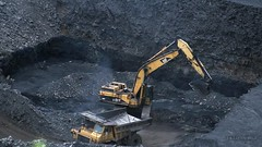 Pittsburgh Seam Coal (Video) (Photons of Days Past) Tags: cabinrunroad surfacecoalmine alleganycounty maryland frostburg canoneos6d ef70300mmf456isusm video cat caterpillar
