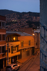 Medellin in sodium light (Marcel Oosterwijk) Tags: colombia medellin sodium lamp light dark evening twilight natrium street