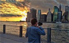 One hedlight. (Ova.) Tags: canon sunset brooklyn manhattan nyc gente