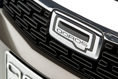 Qoros 3 Sedan - detail - front grille bonnet badge (bigblogg) Tags: sedan qoros3 qorosgq3 geneva2013