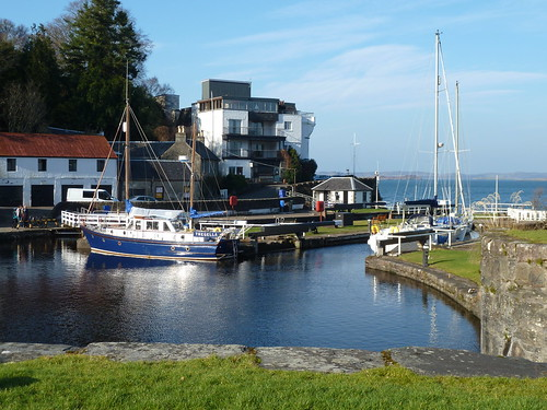 Crinan hotel over sea lock
