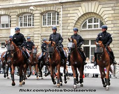 """bootsservice 12 7539 R (bootsservice) Tags: horses horse paris cheval spurs uniform boots police gloves cavalier uniforms rider policeman bottes riders chevaux uniforme policemen cavaliers policier uniformes gants policiers """"police """"riding boots"""" eperons nationale"""""""