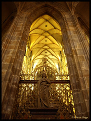 Choir and Charles IV (DameBoudicca) Tags: castle church choir prague cathedral dom catedral iglesia kirche prag praha praga tschechien praskhrad chiesa cathdrale czechrepublic castello glise chteau castillo chor hrad stvituscathedral burg rpubliquetchque kor kyrka hradany kostel cattedrale coro praguecastle czechia katedrla repblicacheca charlesiv katedral carlosiv chequia repubblicaceca pragerburg esko eskrepublika tjeckien cattedraledisanvito castillodepraga tchquie catedraldesanvito kareliv cechia veitsdom katedrlasvathovta cathdralesaintguy pragborgen chr castellodipraga chur karliv stvituskatedralen carloiv chteaudeprague katedrlasvathovtavclavaavojtcha