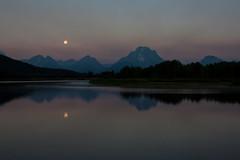 Full moon at Oxbow Bend (Erika & Rdiger) Tags: summer usa moon reflection landscape dawn fullmoon snakeriver wyoming mountmoran grandtetonnationalpark oxbowbend mountainstetonrange