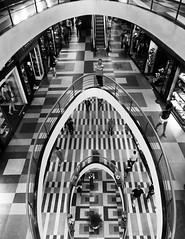 Galeria do Rock (De Santis) Tags: city cidade brazil white black rock branco arquitetura brasil canon downtown do sãopaulo centro galeria preto sp prédio turismo ponto espaço s100 galeriadorock turístico vão fernandodesantis