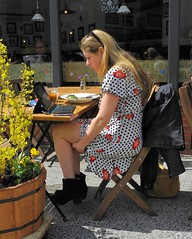 lunch alfresco (omoo) Tags: newyorkcity girl lunch restaurant salad chair legs boots laptop westvillage streetscene sidewalk blonde foldingchair alfresco tablesandchairs greenwichvillage doma blondegirl saladforlunch dscn9205 dottedprintdress bedfordandmortonatseventhavenuesouth