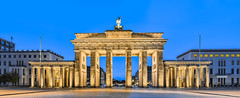 Brandenburger Tor (Deschno) Tags: morning blue panorama berlin yellow nikon gelb hour blau tor brandenburger morgen hdr blaue 2011 d90 stunde