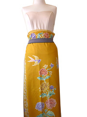 How to wear traditional sarong (Della Ong) Tags: yellow indonesia singapore little handmade traditional culture material how sarong tutorial peranakan nyonya nonya birdbutterfly