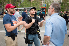 2nd amendment Discussion RNC (Matt Shiffler Photography) Tags: cleveland clevelandskyline rnc rncincle republicannationalconvention 2016 republican government trump donald donaldtrump hillaryclinton ohio ohiornc peace harmony debate tension anger peaceful innocence racial police veteran demonstrate argue protest protester clevelandprotester gun opencarry 2ndamendment secondamendment