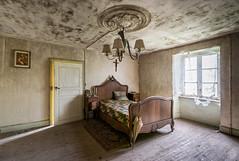 Maison Kirsch (Emeuh-Bru) Tags: maisonkirsch urbex urbanexploration abandonn abandoned luxembourg explorationurbaine lit bed bedroom nikond5300 tamron1024 lost