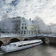 Lovely wintry Amsterdam seen from the Hop on hop off canal cruise (Bn) Tags: world street cruise trees windows winter light sunset people sun seagulls house snow cold holland bus heritage church water netherlands caf dutch amsterdam weather bike corner walking frank anne boat canal cozy cool topf50 colorful shadows jan snowy walk seagull sneeuw brandon bikes atmosphere scooter canals unesco brug snowfall mokum rondvaart rembrandt meeuw meeuwen gezellig cafs keizersgracht jordaan bycicle leliegracht westertoren pakhuis lange westerkerk wester celcius annefrankhuis grachtengordel rondvaartboot 50faves 1c