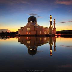 Sunrise at Likas Mosque, Kota Kinabalu, Borneo, Sabah (Fakrul J) Tags: reflection building colors architecture sunrise canon square religious dawn pond worship flickr outdoor islam religion scenic agra landmark scene mosque malaysia dome borneo kotakinabalu sabah manfrotto refleksi moslem canonefs1022mm leefilters eos500d 055xprob maalhijrah masjidbandaraya masjidlikas landscapephotographers fakruljamil wwwfakruljamilcom 1434h sabahphototour