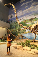 Jiejie with Dinosaur (michael ) Tags: voyage china travel canon tokina   sichuan  chine dinasaur 30d     1224f4