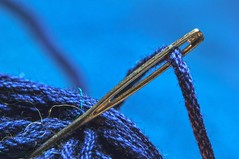 blue macro eye wool thread closeup strand silver handicraft wire stitch sewing sew yarn needle stitching blau fiber garn twine handcraft faden nähen sewingneedle handsew eyeofaneedle blueyarn nadelöhr canon60d bluethread needleeye needlemacro nähnadel canonef100mmf28lmacroisusm needleeyewiththread needleeyemacro