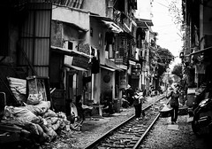 Rail road, Hanoi (Luca Setti) Tags: homes home casa rail case vietnam rails hanoi dwellings rotaie rotaia abitazioni