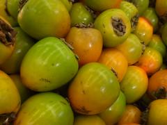Caquis. (Elias Rovielo) Tags: vegetables scs caqui frutos legumes vegetais japanesepersimmon diospyroskaki kakipersimmon dispiro frurit asianpersimmon supermercadosjoanin