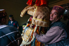 People carrying the palinquin of their deity through the entry gate of Raghunath Temple, Kullu (Himanshu Khagta) Tags: people india colors festival colorful god faith religion hinduism himalayas deity kullu himachalpradesh dussehra sprituality festivalsofindia devta landofgods raghunathtemple dussehra2011 dhalpur festivalsofhimalayas himalayanfestivals mountainfestivals