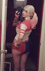 Cheeky Harley (HarleyCyn) Tags: harleyquinn harleycyn harley suicidesquad bootyshorts hotpants movie dccomics warnerbros wb girl woman blonde sexy back costume cosplay costuming