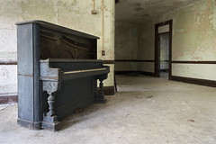 W State Hospital (Jonnie Lynn Lace) Tags: abandoned abandonedamerica abandonedhospital ruins modernruins derelict decay decayed decaying chasinglight peelingpaint paintchips cobwebs piano abandonedpiano lightrays jonnielace haikyo  abandon abandonne exploration opuszczone