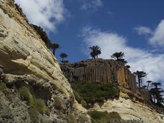 pared de rocas (Rafael Edwards) Tags: argentina carretera pampa patagonia neuquen mendoza cordillera cielos tormenta storm sky skies road highway travel trip journey viaje