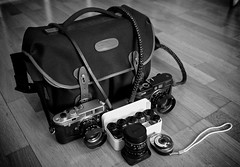Whats in my bag? (Henrik J Kugelfest) Tags: leica blackandwhite bw bag aperture summicron m8 whatsinmybag m6 x1 billingham silverefexpro
