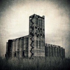 Santa Fe Grain Elevator, Chicago IL (02) (monkone810) Tags: bw chicago santafe tower abandoned climb illinois midwest industrial greatlakes silos chicagoriver grainelevator ue urbex southbranch iphone4 monkone