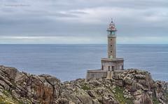 Faro punta Nariga. (Malpica de Bergantiños) A Coruña. (Emilio Rodríguez Álvarez) Tags: costa mer lighthouse luz water faro mar agua coruña torre paisaje galicia amanecer nubes punta oceano lámpara foco panorámica malpica costadamorte acoruña lacoruña linterna baliza nariga canon7d •farol •atalaya