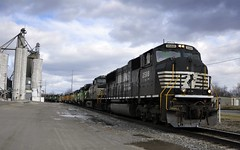 London, Ohio (Bob McGilvray Jr.) Tags: railroad train ns tracks engine locomotive norfolksouthern londonohio