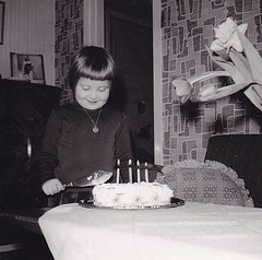 Me, four years old Ydrehammar Sweden 1964 (annkarlstedt) Tags: birthday wallpaper white black kids vintage children design photo kid 60s foto child sweden furniture interior retro smland sverige 1960s 60 sixties nostalgi tal svensk 1964 1960 fotografi fdelsedag interir trta tapet svartvitt swerige inredning ydrehammar