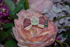 Clip Hair Hello Kitty (Girly Toys) Tags: accessoires pour doll latidoll lati yellow fairyland pukifee littlefee peaks woods fof alice fairies fairy tales luts zuzu delf toya crobidoll t line bana lami pola elfindoll pet bunny piposdoll pullip blythe bjd elf dollndoll mo collection sac à main handbag pinces cheveux hair clips ribbon noeud bow fleur flower mon petit poney my little pony hello kitty charmmy panda collier necklace lapin rabbit biche deer deery lou oiseau bird casque helmet ecouteur aurelmistinguette